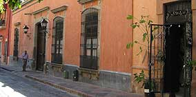 Practice Your Spanish in the Colonial Streets of Queretaro